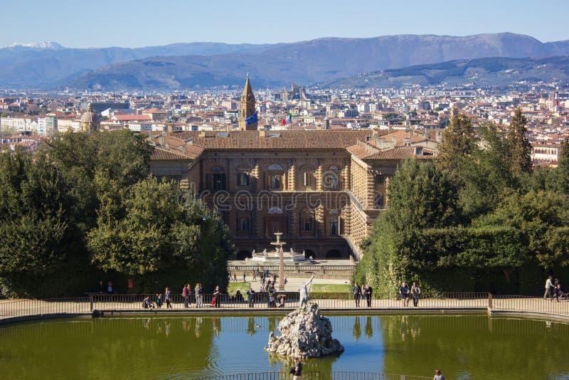 Härlig cityscapehorisont av Firenze Florence, Italien, med broarna över Riveret Arno arkivbild