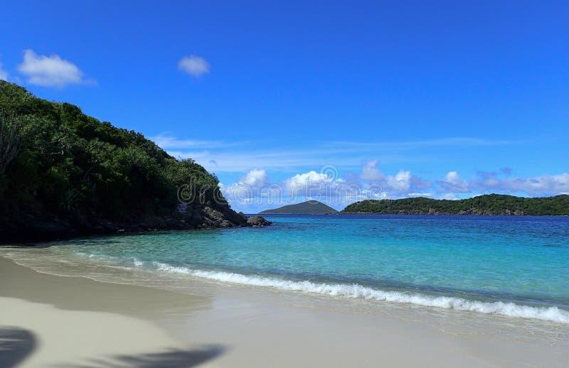 Härlig Coki strand i St Thomas USA Jungfruöarna arkivbilder