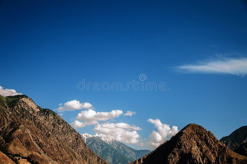 Härlig dal i de Karakoram bergen royaltyfri foto