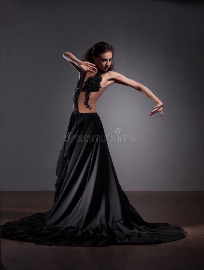 härlig dansareklänningflamenco royaltyfria bilder
