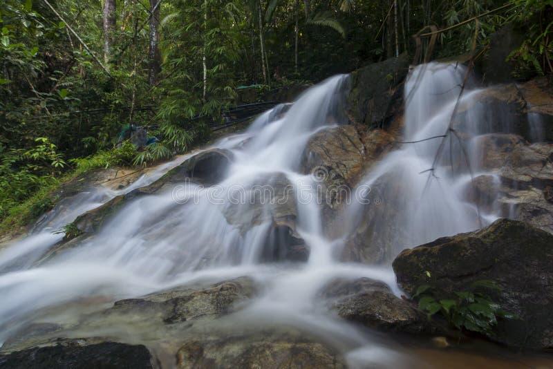 Härlig dold vattenfall i Malaysia royaltyfri bild