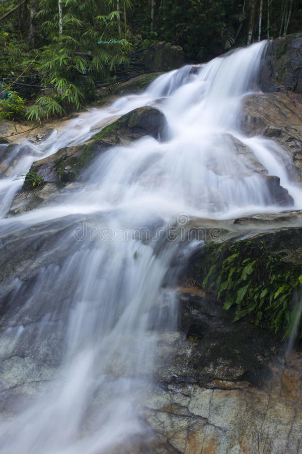 Härlig dold vattenfall i Malaysia arkivbilder