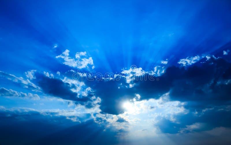 härlig dramatisk sky arkivbilder