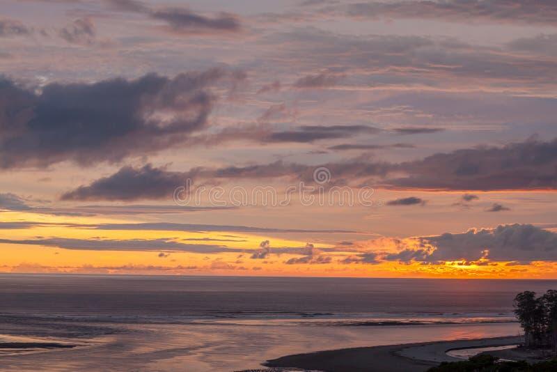Härlig dramatisk solnedgång i paradis arkivfoto