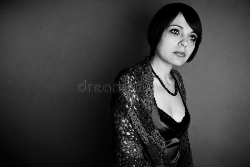 härlig dyster dödlig kvinna fotografering för bildbyråer