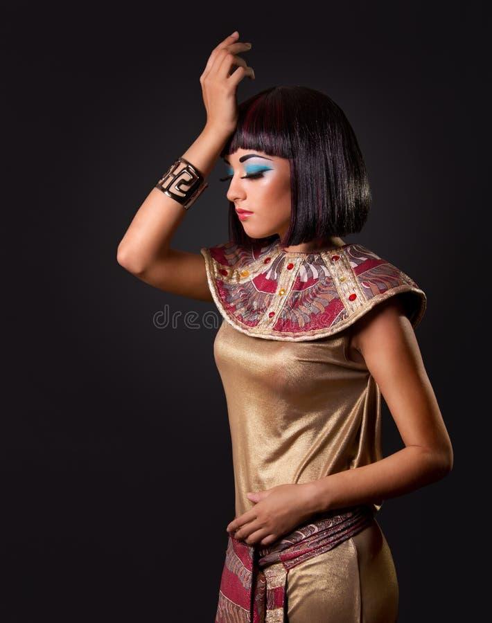 härlig egyptisk ståendekvinna arkivbilder