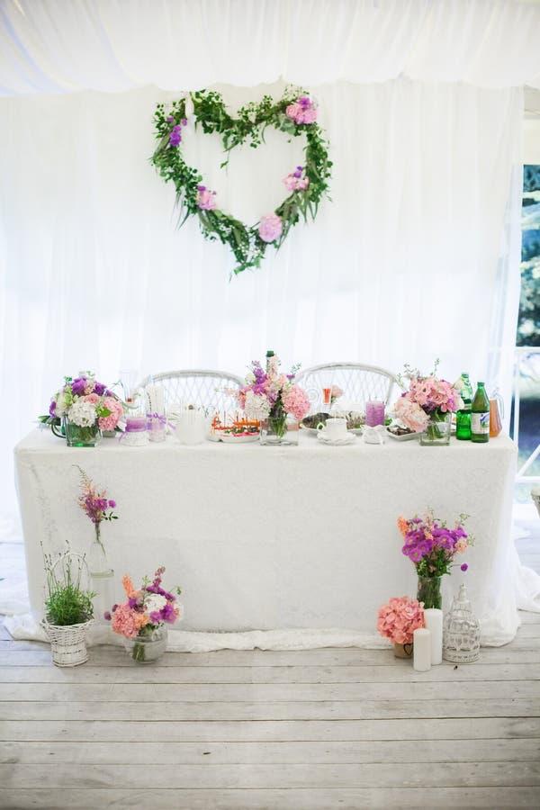 Härlig elegant minimalistic flik för ordning för bröllopmottagande arkivfoto