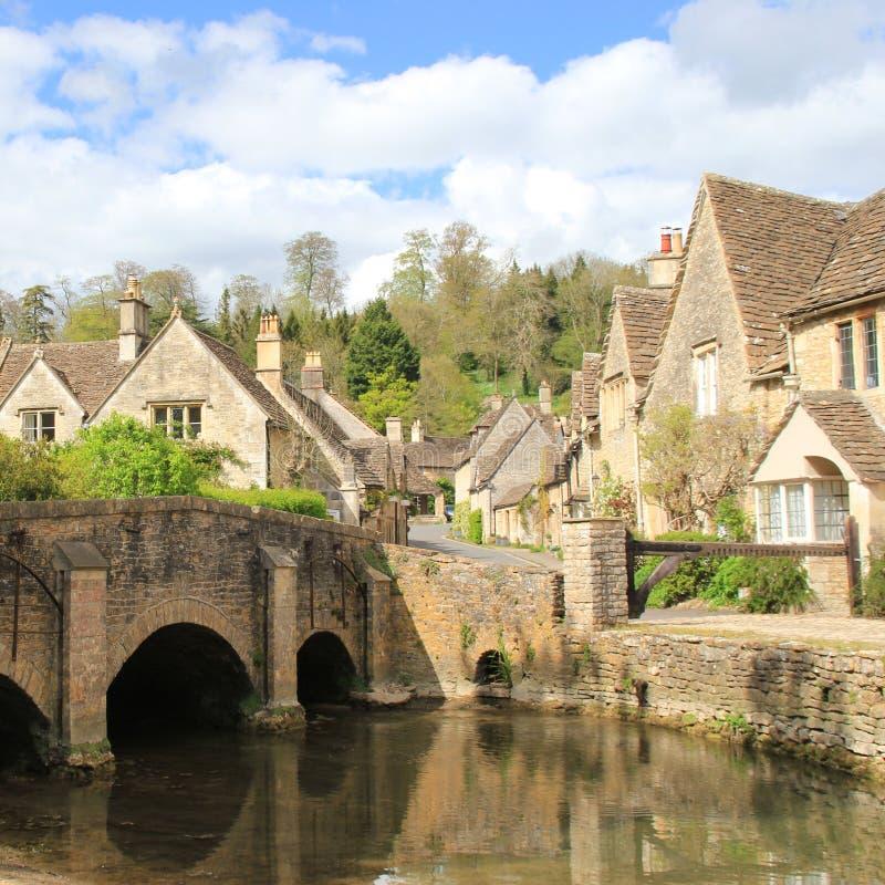 Härlig engelsk by Castlecombe royaltyfria bilder