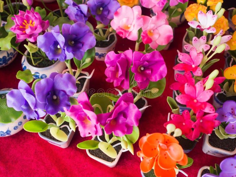 Härlig färg Clay Flowers arkivbild