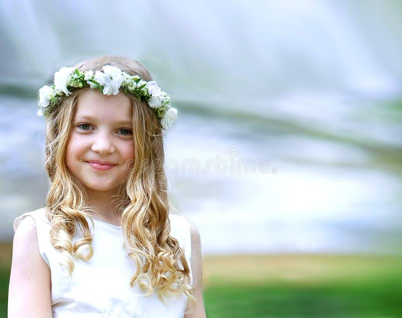 Härlig flicka för första nattvardsgång royaltyfri bild
