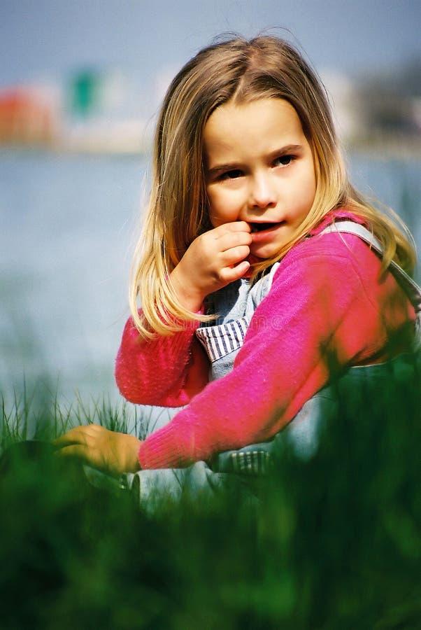 Download Härlig flicka little fotografering för bildbyråer. Bild av green - 34325