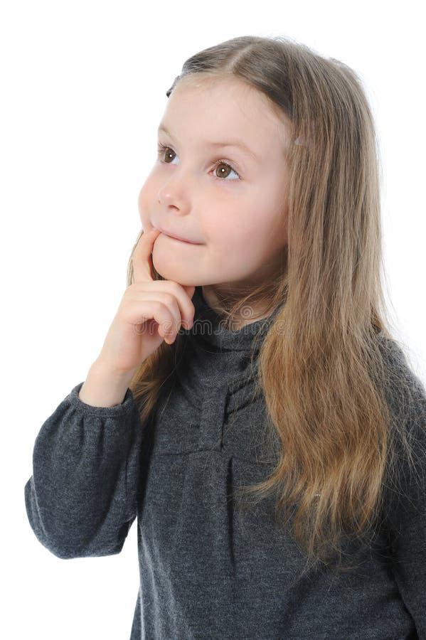 härlig flicka little eftertänksam stående arkivfoton
