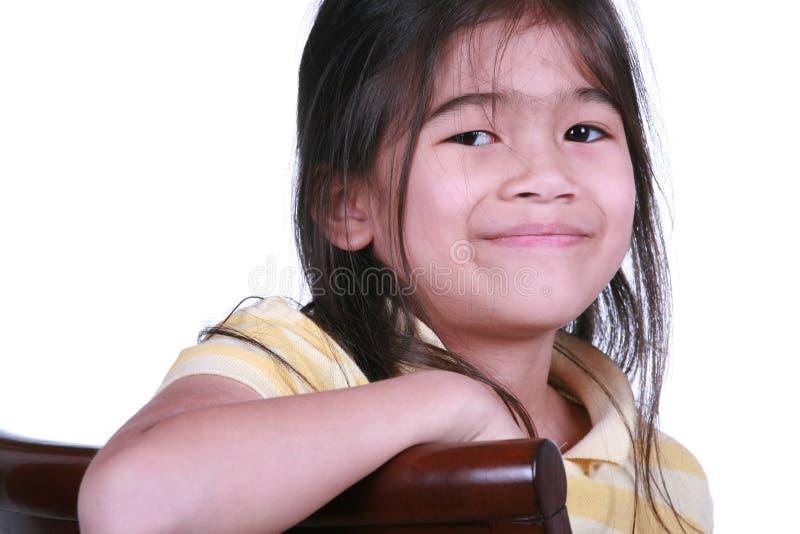 härlig flicka little som ler arkivbild