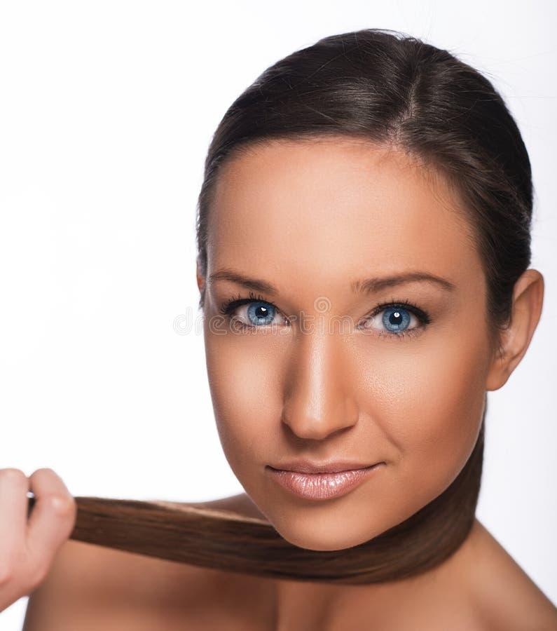 Härlig flicka med blåa ögon arkivfoton