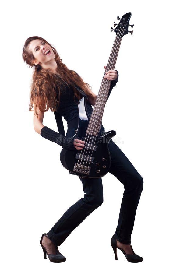 Härlig flicka med den leka elbasen för långt rött hår royaltyfria foton