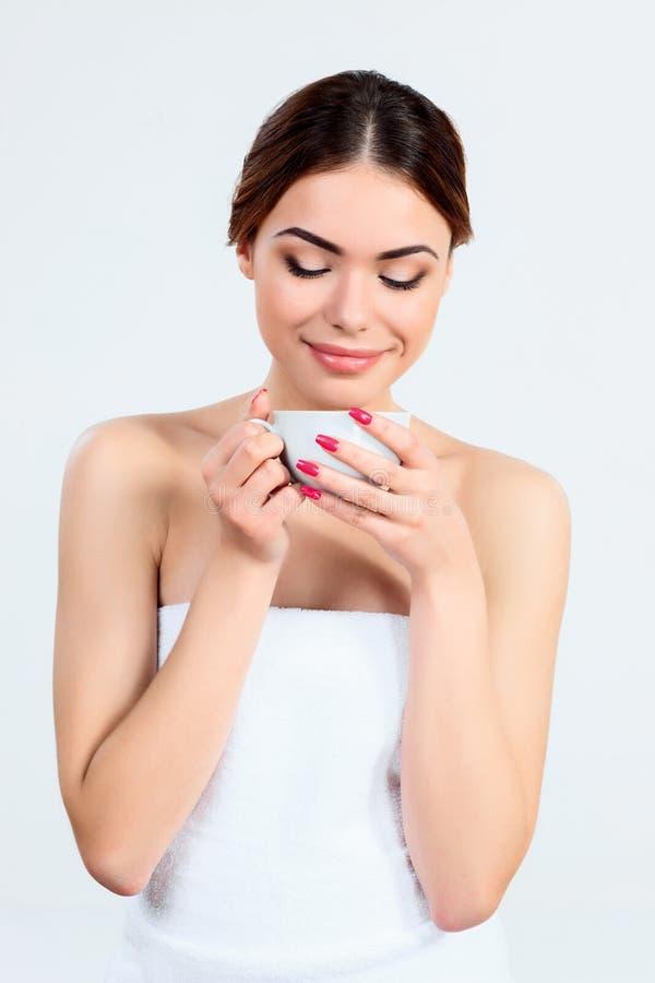 Härlig flicka med härligt makeup-, ungdom- och hudomsorgbegrepp arkivfoton