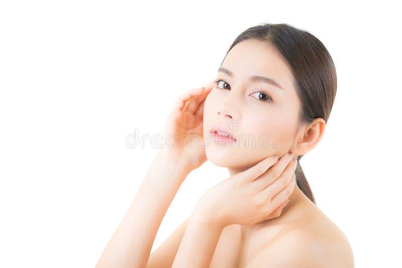 Härlig flicka med makeup-, kvinna- och hudomsorgbegrepp fotografering för bildbyråer