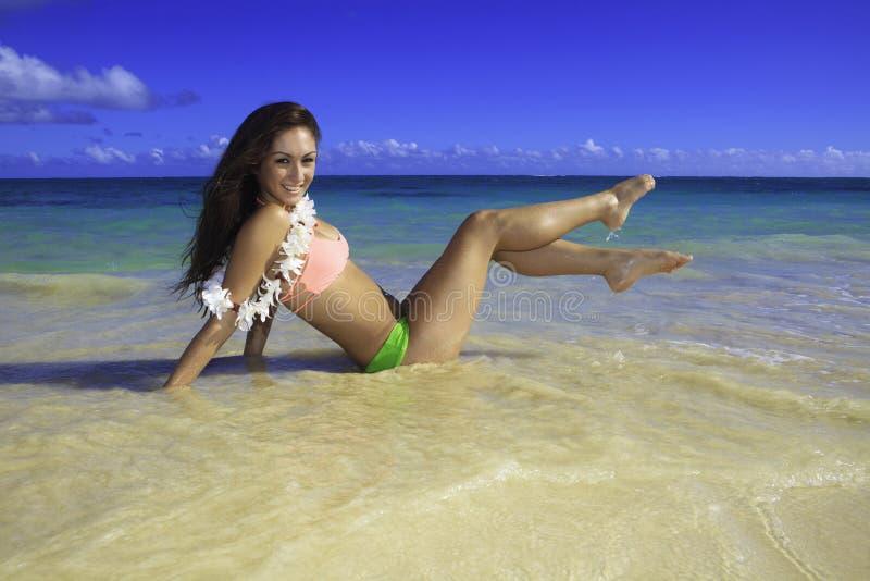 Download Härlig flicka på stranden fotografering för bildbyråer. Bild av cyklar - 27278427
