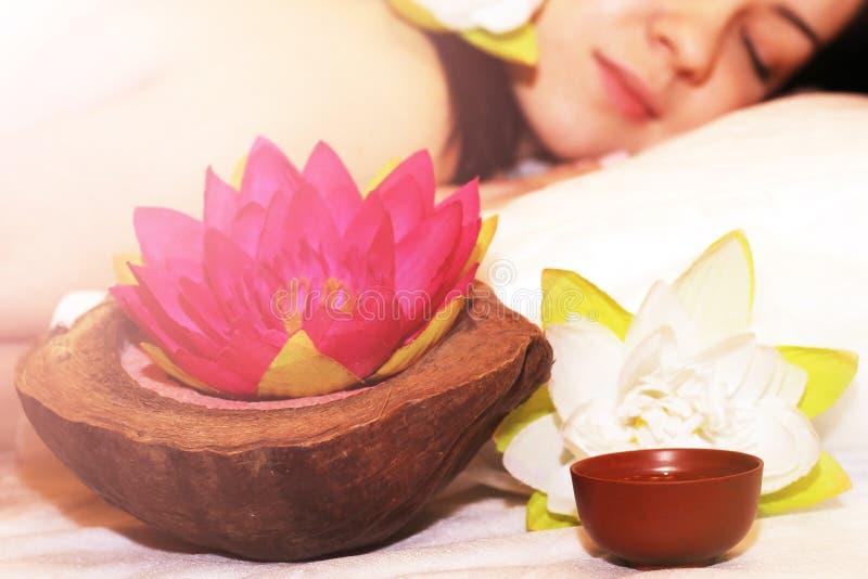 Härlig flicka som är klar för massage royaltyfria bilder
