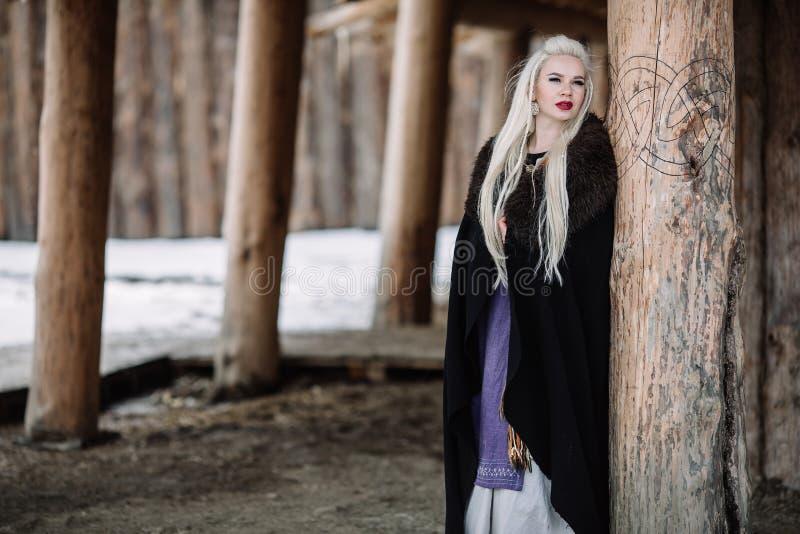 Härlig flicka viking royaltyfri bild