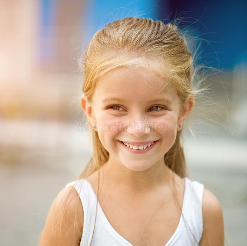 härlig flickaliitle arkivfoto