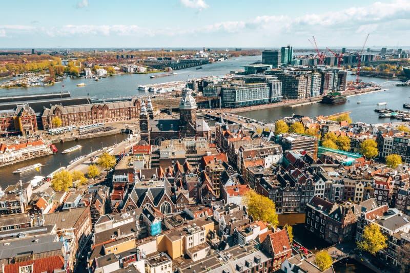 Härlig flyg- Amsterdam sikt från över arkivfoton