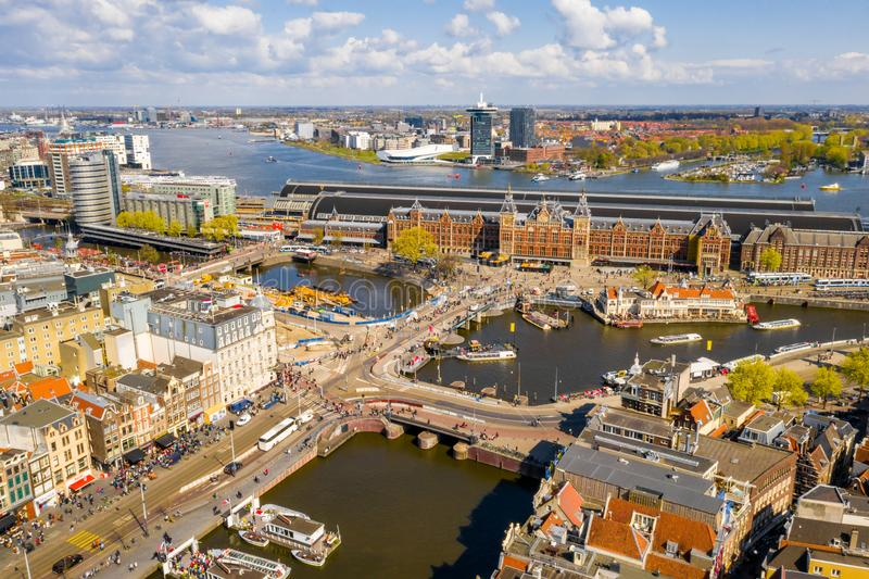 Härlig flyg- Amsterdam sikt från över arkivfoto