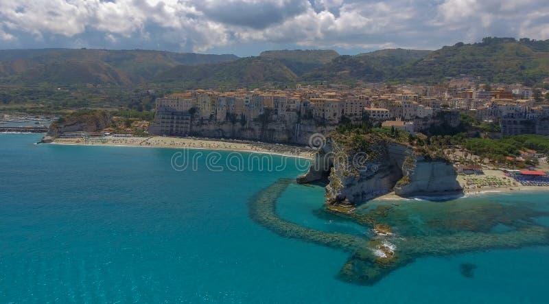 Härlig flyg- kust av Calabria i sommar, Italien royaltyfri foto