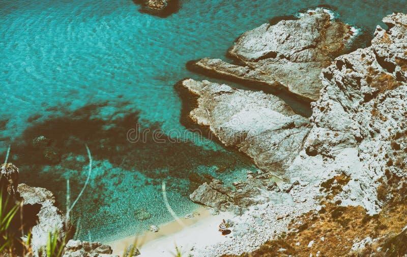 Härlig flyg- sikt av den Calabria kustlinjen - Italien i sommar arkivbild