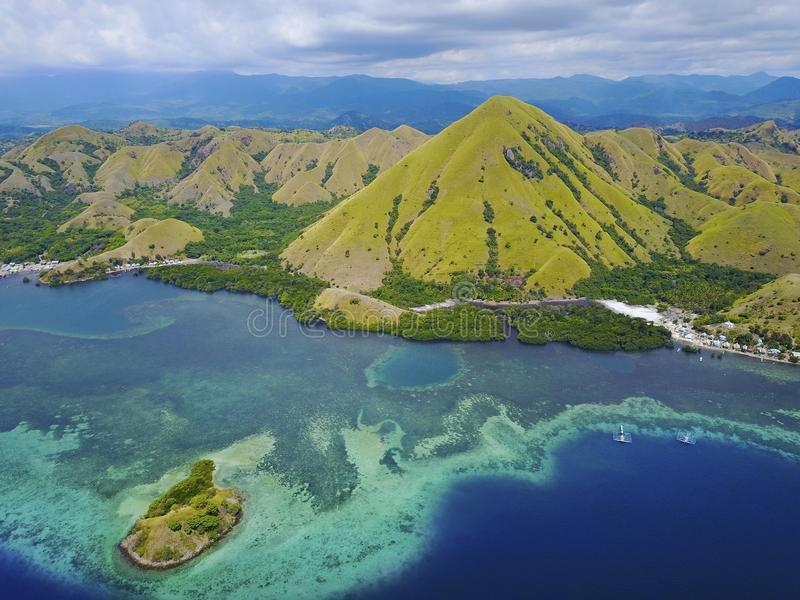 Härlig flyg- sikt av den Gili Laba ön, Flores, Indonesien arkivbilder
