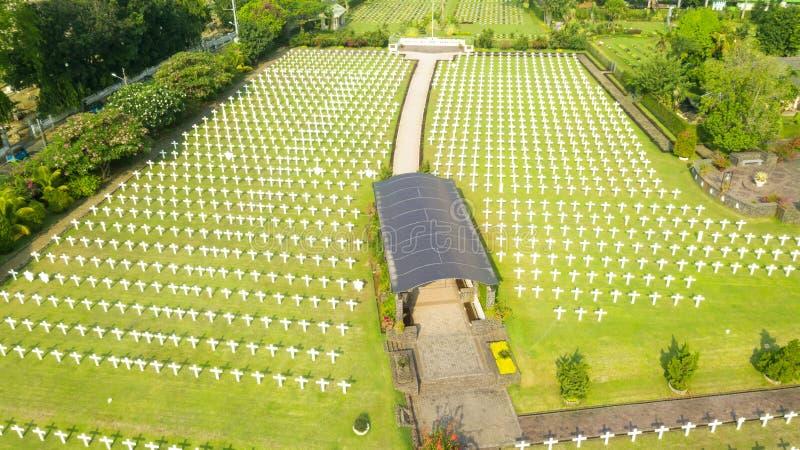 Härlig flyg- sikt av den holländska krigkyrkogården royaltyfri fotografi