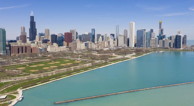 Härlig flyg- sikt för klar dag Chicago Illinois för drev för kust för sjö horisont arkivfoton