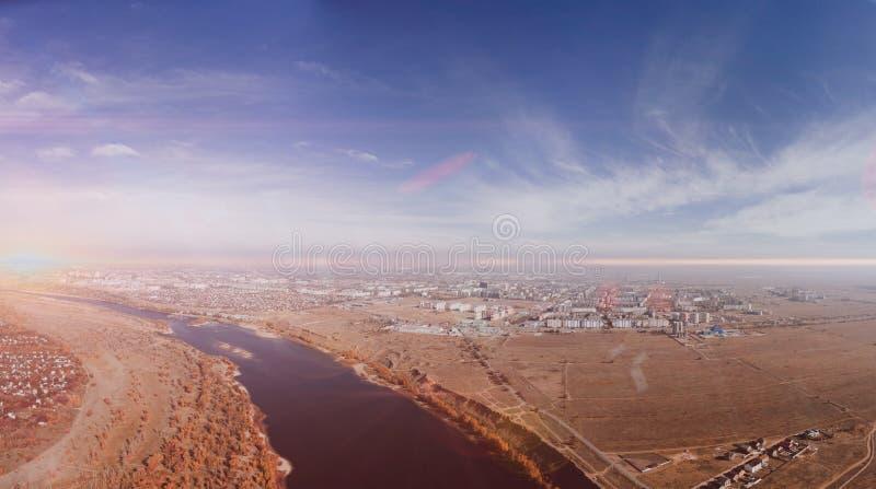 Härlig flyg- sikt på stad på en höjd av 500 meter arkivbilder