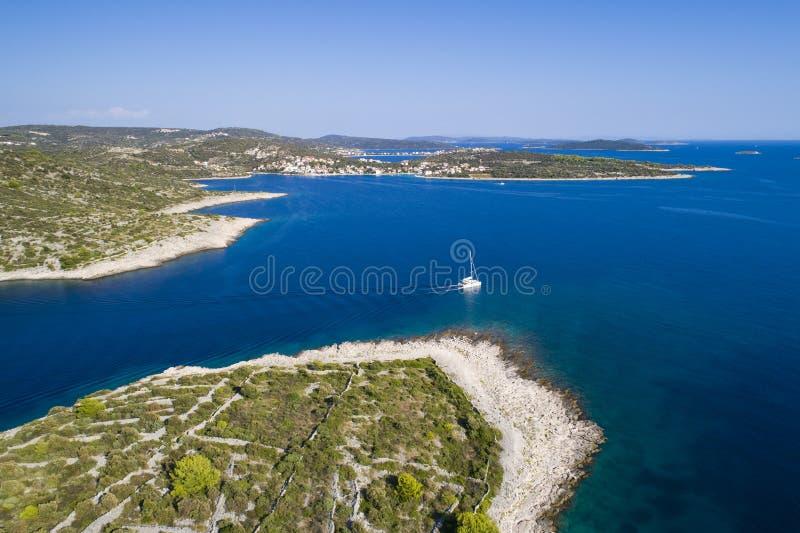 Härlig flygbild av Razanj i Dalmatia, Kroatien, Europa royaltyfri foto