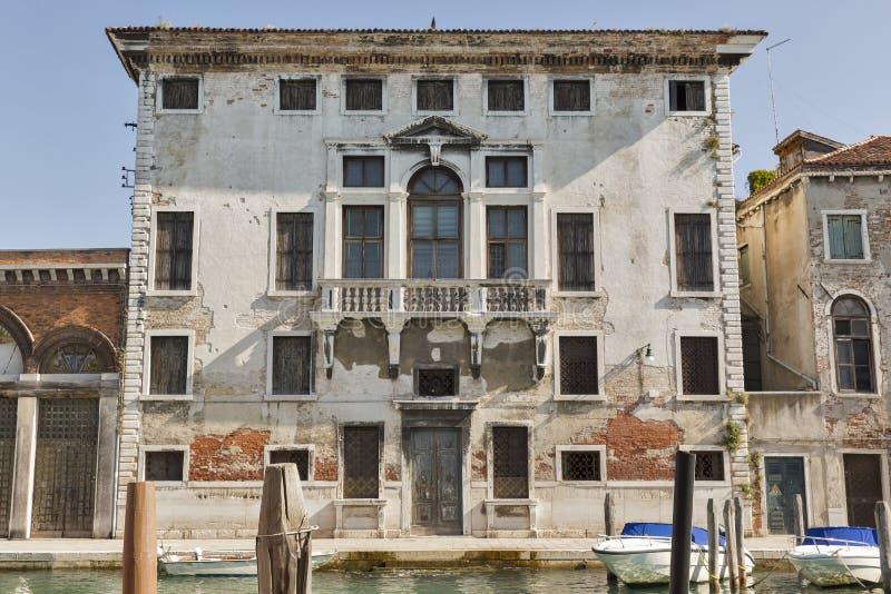 Härlig forntida byggnad i Murano, Italien arkivfoton