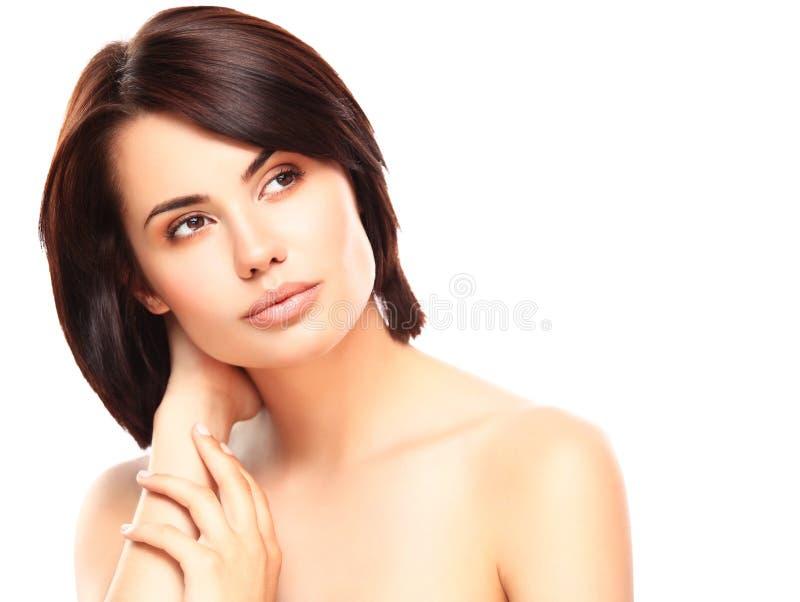 Härlig framsida av den unga kvinnan med ren ny hud royaltyfri bild