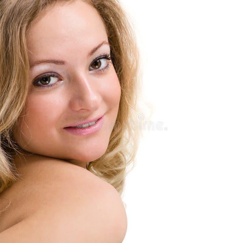 Härlig framsida av slutet för ung kvinna upp som isoleras på vit bakgrund arkivbild