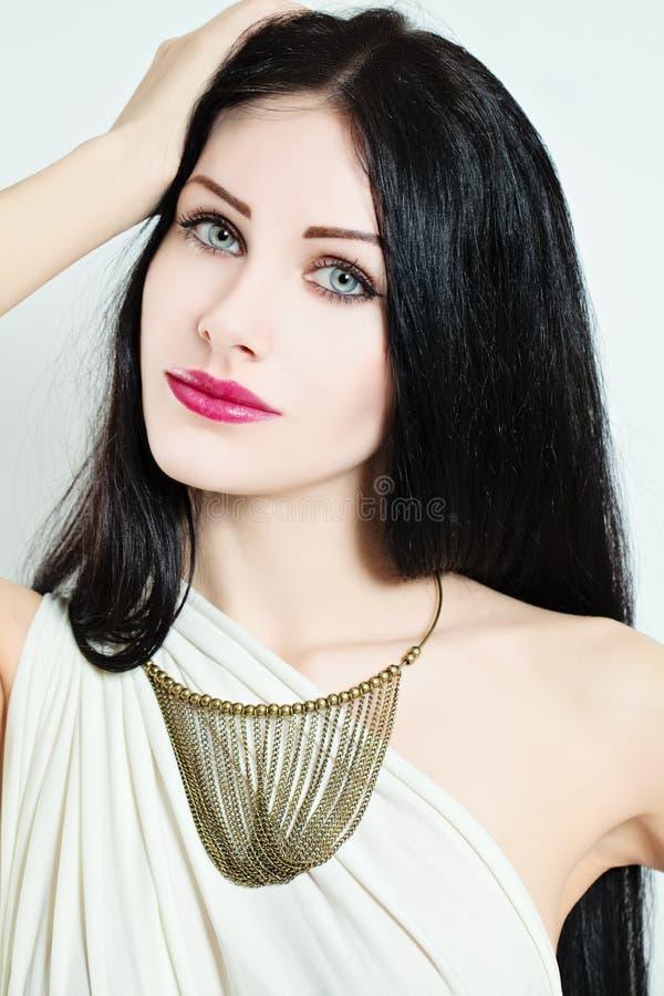 härlig framsidakvinnlig Elegansmodekvinna fotografering för bildbyråer