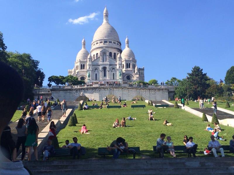 Härlig franskakyrka i sommar arkivbild