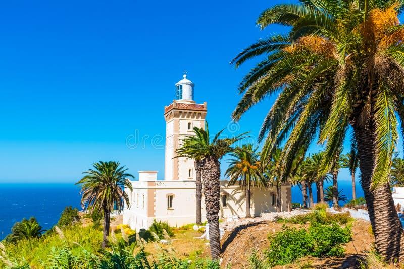 Härlig fyr av den lockSpartel nästan Tanger staden och Gibraltar, Marocko arkivbilder