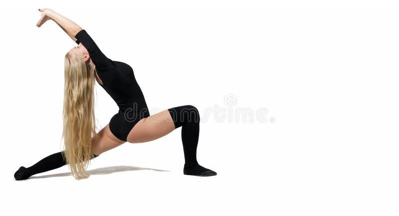 härlig görande isolerad sträckande vit kvinna kopiera avstånd royaltyfria foton
