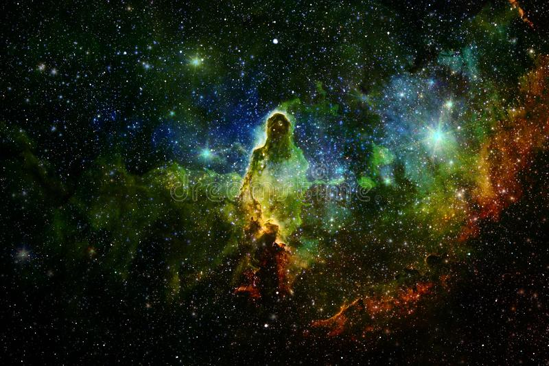 Härlig galax och klunga av stjärnor i utrymmenatten arkivbilder