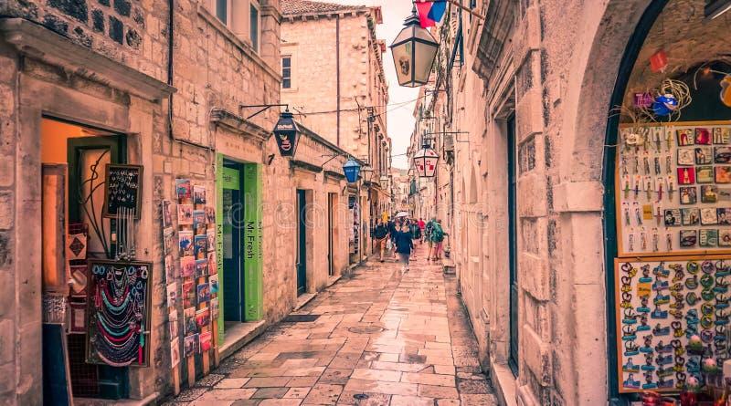 Härlig gata av den gamla staden, Budva, Montenegro royaltyfria bilder