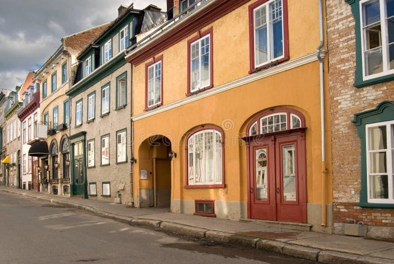 Härlig gata av gamla Quebec City fotografering för bildbyråer