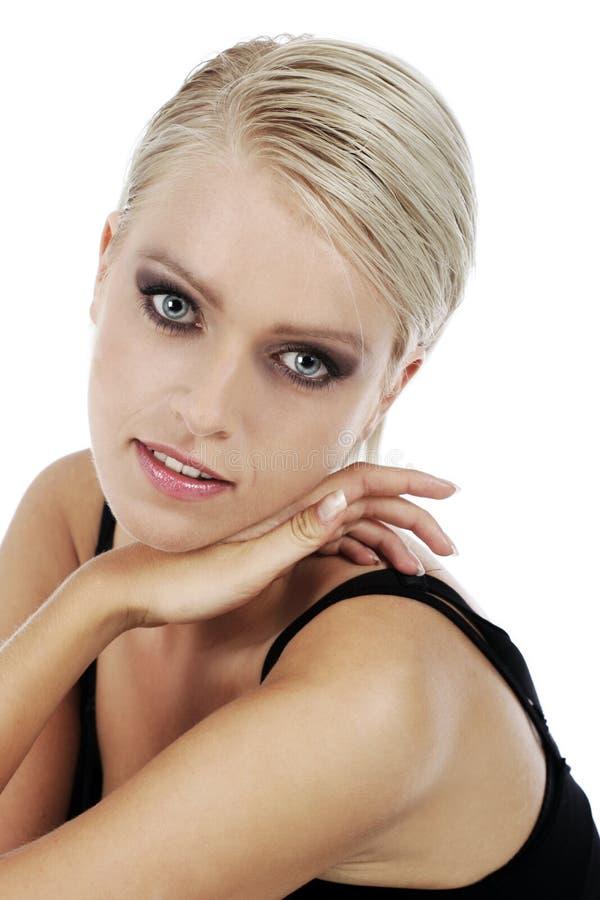 Härlig glamorös blond kvinna royaltyfria foton