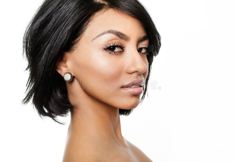 Härlig glamorös exotisk ung kvinna royaltyfri foto