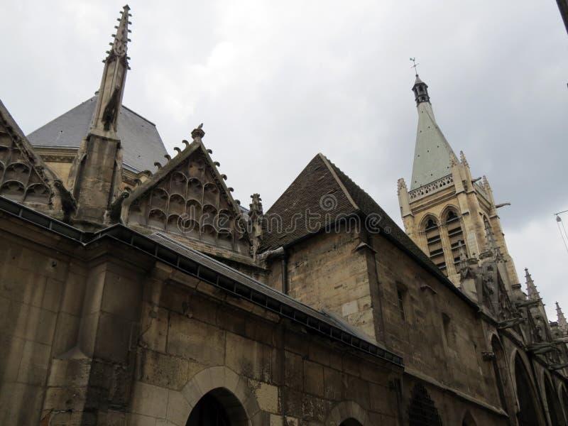 Härlig gotisk domkyrka i den centrala delen royaltyfria foton