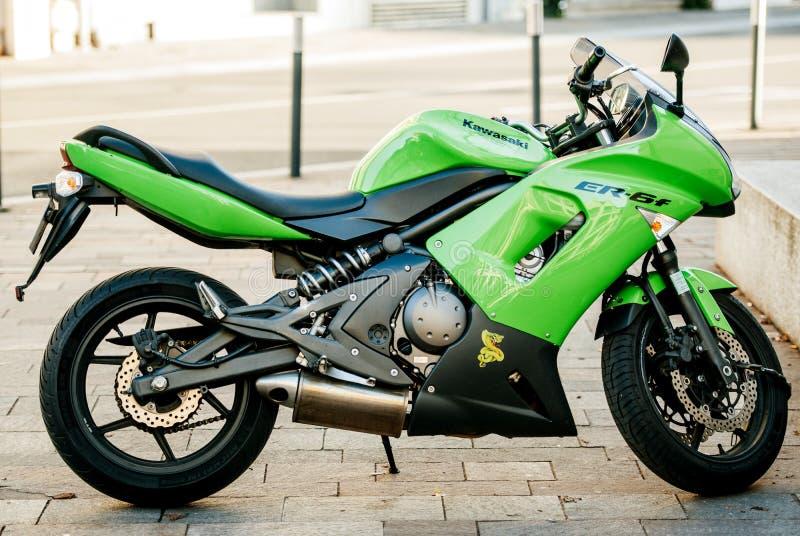 Härlig grön Kawasaki Moto Pulsion motorcykel arkivfoto
