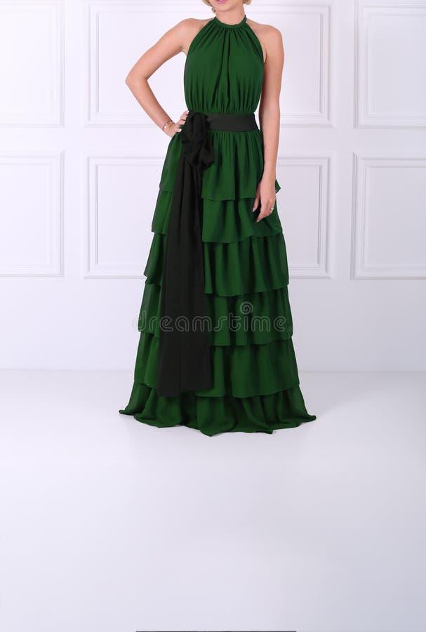 Härlig grön klänning arkivbilder