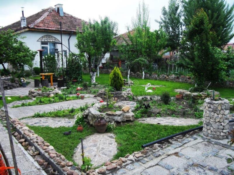 härlig grön trädgårds- natur royaltyfri fotografi